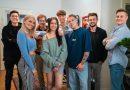 Dreharbeiten zur deutschen Young-Adult-Amazon Exclusive Serie Sex Zimmer, Küche, Bad in München gestartet